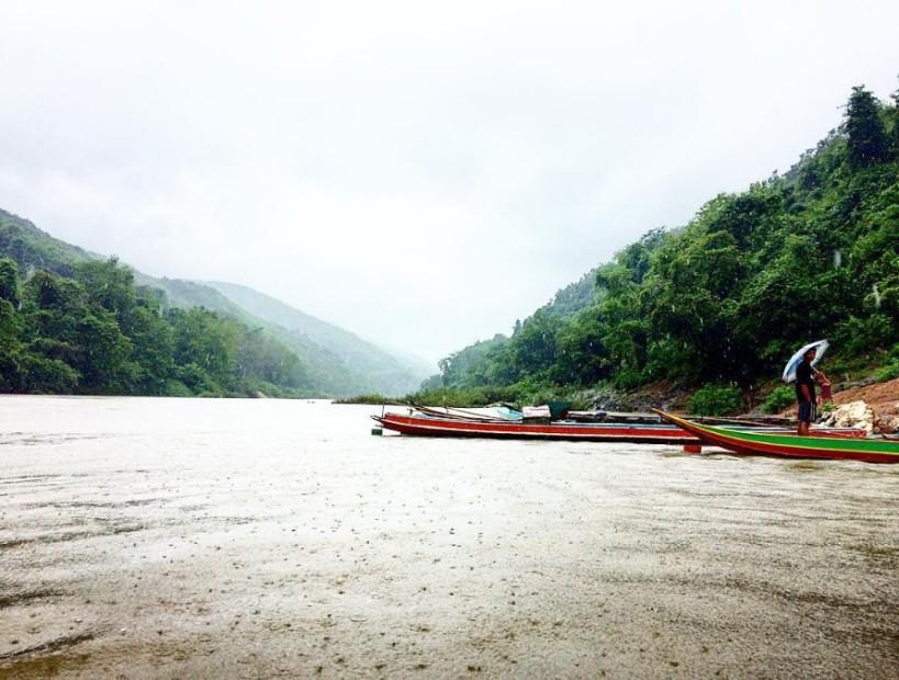 muang khuoa boats