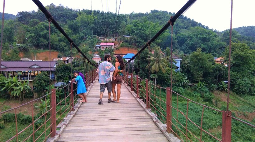 muang khuoa suspension bridge